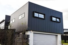 Stria® Cladding by James Hardie Modern Exterior, Exterior Colors, Exterior Paint, Exterior Design, Exterior Siding, Building Exterior, House Cladding, Wall Cladding, Facade House