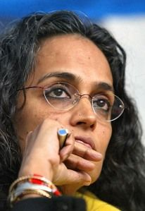 Arundhati Roy - Indian novelist and winner of the 1997 Booker Prize Great Women, Amazing Women, Famous People In History, We Are Many, I Love Books, Revolutionaries, Change The World, Role Models, Feminism