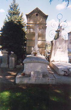 220 idee su R.I.P.personaggifamosi   cimiteri, lapidi famose, personaggi famosi