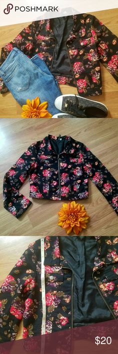 H & M JACKET So beautiful ..💖 Very nice condition jeans jacket, no stains no rips.  Smoke free house 🌺🌞 H&M Jackets & Coats Jean Jackets