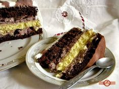 Tort in doua culori Desert Recipes, Meatloaf, Kiwi, Deserts, Food And Drink, Sweets, Cooking, Cakes, Kitchen