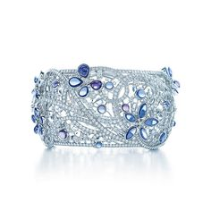 Tiffany & Co. -  Schmetterlingsarmreif aus Platin mit Diamanten und Montana-Saphiren.