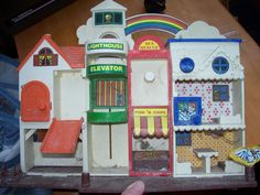 Oh how I loved my Tub Town!!! I really want to find one for my boys. The 80s had the best toys.