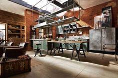 Pin Veredas Arquitetura --- www.veredas.arq.br --- Inspiração: A cozinha aberta é uma característica forte no estilo.