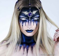 Halloween is approaching. Are you planning your scary Halloween makeup? Here's the most horrible Halloween makeup ideas.Mind-Blowing Halloween Makeup Looks eyemakeuptutorial, ADD FOR MORE PINS LIKE THIS DAILY Sfx Makeup, Cosplay Makeup, Costume Makeup, Mask Makeup, Chic Halloween, Halloween Makeup Looks, Scary Halloween, Halloween Makeup Artist, Alien Make-up