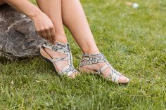 Our classic Layla sandals in this new print adds a fun twist to your Summer look 💫🐻🐾 Shop Layla: bearpaw.com/ #LiveLifeComfortably #BearpawStyle