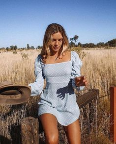 Spring outfits to wear every day this season. Don't miss our weekly updates with more cute outfits you can wear now. Mode Outfits, Trendy Outfits, Fashion Outfits, Womens Fashion, Ladies Fashion, Streetwear, Vestidos Vintage, Mode Inspiration, Look Fashion