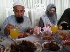 Perkahwinan ketiga pendakwah bebas terkemuka Ustaz Azhar Idrus yang berlangsung baru-baru ini telah menerima kritikan daripada segelintir peminatnya di laman Facebook.Rata-ratanya dari golongan wanita yang tidak bersetuju dengan tindakannya berkahwin dengan gadis yang berumur 27 tahun yang dikenali