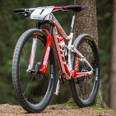 Nino Schurter's custom bike for 2018 Worlds Downhill Bike, Bike Run, Cross Country Bike, All Mountain Bike, Mountian Bike, Specialized Bikes, Buy Bike, Mtb Bicycle, Cool Bike Accessories