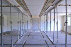 Ein Blick in die NIS-Baracken während des Umbaus - heute befinden sich in dem Gebäude moderne Seminarräume. Foto: Jana Tresp