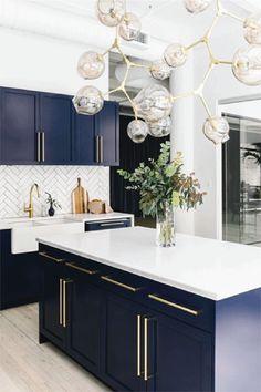 100 Elegant White Kitchen Cabinets Decor Ideas For Farmhouse Style Design 65 – White N Black Kitchen Cabinets Modern Kitchen Cabinets, Modern Kitchen Design, Interior Design Kitchen, Kitchen Island, Modern Interior, Kitchen Countertops, Scandinavian Interior, Blue Countertops, Luxury Interior
