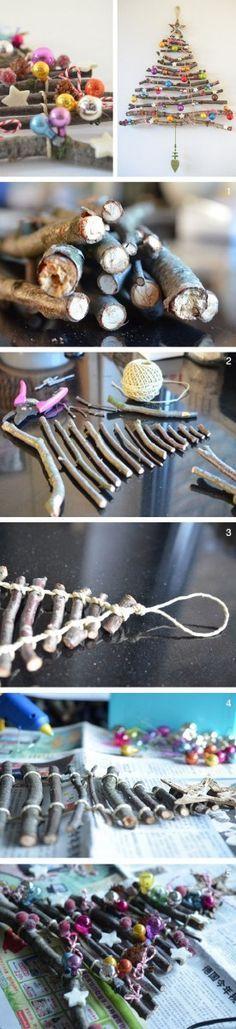 Fabrication d'un sapin de Noël en bois  http://www.homelisty.com/deco-de-noel-2015-101-idees-pour-la-decoration-de-noel/