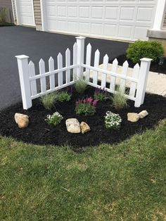 Front Yard Garden Design Front Yard Landscaping Ideas - Below are our preferred 34 front lawn layouts; Small Front Yard Landscaping, Outdoor Landscaping, Outdoor Gardens, Front Yard Ideas, Front Yard Decor, Corner Landscaping Ideas, Landscaping Plants, Small Front Yards, Front Yard Fence Ideas Curb Appeal