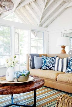 Seaside Style - Lacefield Designs Spicer Lapis ikat pillows #lacefielddesigns #blueandwhite #interiors