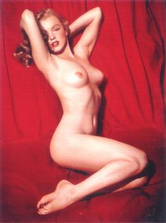 Norma Jeane the most famous pin up calendar picture in the world. gosh she was beautiful.