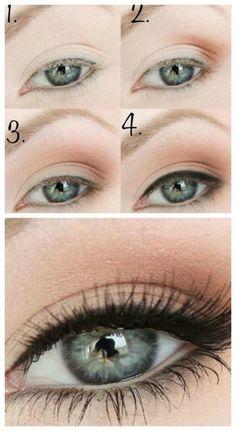 Come truccare gli occhi azzurri