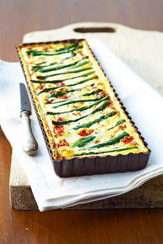 Asparagus, ricotta and parma pie No Salt Recipes, New Recipes, Good Food, Yummy Food, Healthy Food, Salty Foods, Cupcakes, Asparagus Recipe, Cooking Instructions
