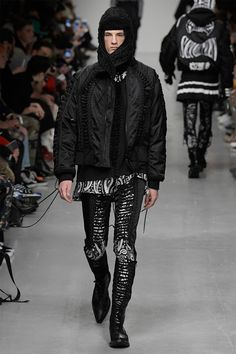 The genderless looks saw minimalist models striking down the runway in dual lengthened skirts to pulsing techno 90's vibe, bass bumping tunes.
