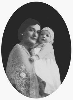 Edith Bouvier with her daughter Little Edie (Edith Bouvier Beale)
