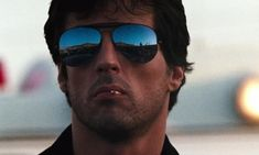 Sylvester Stallone veut un remake du film culte Cobra en série Sylvester Stallone, Stallone Cobra, Stallone Rocky, Rocky Balboa, Rocky 7, Bruce Springsteen, King Kong, Os Goonies, Rocky Series