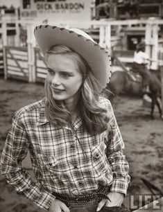 Rarely Seen Vintage Photos of American Cowgirls from the 1940s