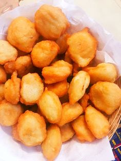 gaou-akara-ata-niebe-cossey Cameroon Food, I Love Food, Biscuits, Snack Recipes, Chips, Food And Drink, Ethnic Recipes, Desserts, Ghana Fashion