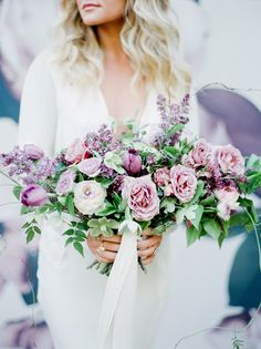 Lilac infused wedding bouquet | Photography: Julie Paisley