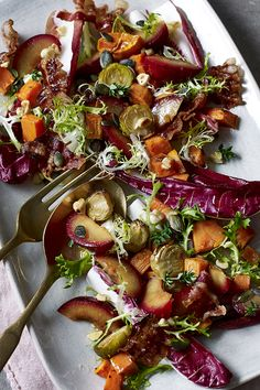 A warm and indulgent festive salad that works well as a starter or buffet dish. Take it to a party or have on Boxing day! Veggie Christmas, Christmas Buffet, Xmas Food, Christmas Kitchen, Christmas Recipes, Christmas Eve, Christmas Ideas, Warm Salad, Winter Salad