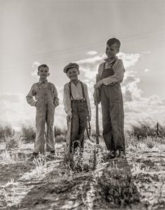 "Golden (State) Boys: 1938 ""Children of [Dust Bowl] refugee families now on Works Progress Administration. They live in tents on the flats outside of Bakersfield, California."" Photo by Dorothea Lange Vintage Pictures, Old Pictures, Old Photos, Brother Pictures, Migrant Worker, Dust Bowl, High Resolution Photos, Photo Archive, Vintage Photographs"