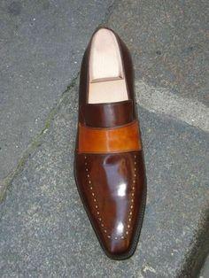 Mocassin by Altan, Paris. Love the color tones Ooh Sho Ya Right! Hot Shoes, Men's Shoes, Shoe Boots, Dress Shoes, Shoes Men, Suede Leather Shoes, Leather Slip Ons, Cowhide Leather, Fashion Shoes