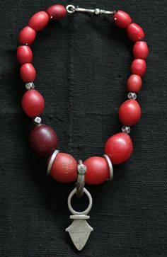 by Nomad Foundation | Necklace combining antique Tuareg Silver with old padre trade beads. | 255$