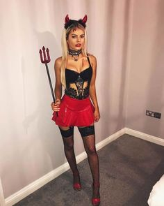 halloween costumes women 21 Easy and Sexy Halloween Costumes for Your Inspiration; Halloween costumes for teens; Halloween costumes for girls; Halloween costumes for women. Devil Halloween Costumes, Halloween Inspo, Couple Halloween, Diy Halloween, Devil Costume, Halloween College, Halloween Costume Women, Group Halloween, Dark Angel Costume