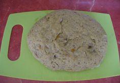 """Co je to vlastně seitan? Čistá pšeničná bílkovina a je klasickým doplňkem jídelníčku nejen makrobiotiků. Je lehce stravitelná.I když je seitan vyroben z pšenice, má jen málo společného s moukou nebo chlebem.Můžeme ho též nazývat jako: """"pšeničné maso"""". Má překvapivě podobný vzhled a strukturu masa při vaření a proto je…"""