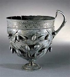 Resurrecting Pompeii Olives and olive branches adorn this silver wine goblet, or kantharos, found inside a home. Ministero per i Beni e le Attivita Culturali-Soprintendenza archeologica di Napoli e Caserta/Field Museum, Rome Antique, Antique Silver, Ancient Artifacts, Historical Artifacts, Ancient Rome, Ancient History, Pompeii History, Roman History, Art History