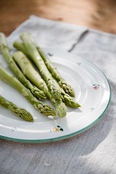 Grüner Spargel vom Lavanttaler Spargelhof Sternath Asparagus, Dinner, Vegetables, Food, Farm Shop, Fresh, Recipies, Dining, Studs