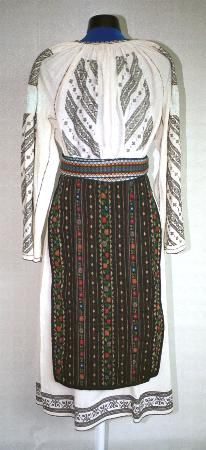 The Eliznik website is dedicated to the study of the traditional peasant culture in Romanian and Bulgaria Bulgaria, Costumes For Women, Romania, Folk, Victorian, Culture, Blouse, Dresses, Fashion