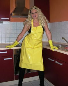Afbeeldingsresultaat voor girls in rubber waders Pvc Apron, Apron Dress, Plastic Aprons, Vynil, Rubber Gloves, Rain Wear, Blouse, Latex, Raincoat