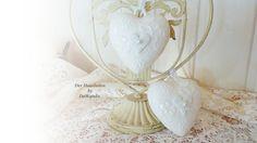 Die zwei so schönen Keramikherzen sind wunderbar romantisch und schmücken gern Eure eigenen Räume, und sie sind ebenso eine sehr persönliche Gesche...