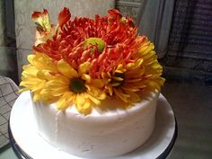 You could just make a simple cake with white frosting and then put fresh flowers on it.