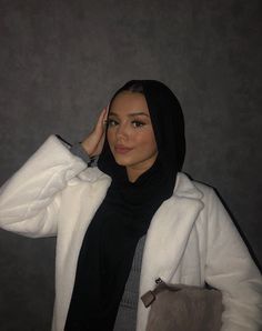 Modest Fashion Hijab, Modern Hijab Fashion, Muslim Women Fashion, Street Hijab Fashion, Hijab Fashion Inspiration, Teen Fashion Outfits, Head Scarf Styles, Hijab Fashionista, Mode Hijab