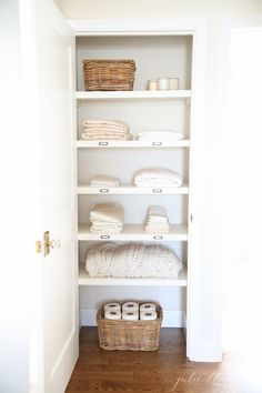 Linen Closet Plain Decoration by no means go out of types. Linen Closet Plain Decoration may be ornamented in several means a Linen Closet Organization, Bathroom Organization, Organization Ideas, Storage Ideas, Clothing Organization, Shelving Ideas, School Organization, Linen Cupboard, Laundry Cupboard