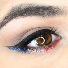 Take inspiration from this makeup for Fourth of July and add a little American spirit to your look with red, white and blue glitter.   Slashed Beauty Makeup Inspo, Makeup Inspiration, Makeup Tips, Makeup Ideas, Makeup Goals, Makeup Tutorials, Glitter Azul, Blue Glitter, Glitter Top