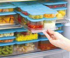 カップおかずが冷凍されて固まったら、ふた付きの保存容器に移してそのまま冷凍しておきます。たくさん作って余ってしまったらこのように冷凍しておけば、手間が省けてバリエーションも広がるといういいことづくめの冷凍おかず。以下でレシピを詳しく見ていきましょう♪