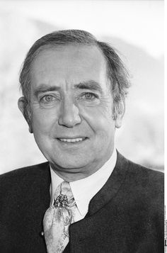 Hans Clarin bürgerlich Hans Joachim Schmid (* 14. September1929 in Wilhelmshaven; † 28. August 2005 inAschau im Chiemgau) war ein deutscher Schauspieler und Synchronsprecher.