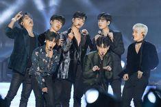 Youngest members VS Older members! Kim Jinhwan, Chanwoo Ikon, Yg Entertaiment, Jay Song, Ikon Wallpaper, Ikon Debut, Id Photo, Tumblr Boys, Wtf Funny