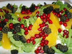 Smuk salat der gør glad og smager fantastisk! I denne uge tog Manden og jeg en afstikker til mine svigerforældres sommerhus i Bårin... Fruit Salad, Tog, Salads, Smuk, Fresh, Portraits, Fruit Salads, Head Shots, Portrait Photography