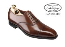 What are oxford shoes ? You will find many definitions of oxford shoes on the net but we will keep it simple. An oxford shoe or balmorals is the one which has laces to be-be precise (Closed lacing system) with the Low-heeled and Exposed ankle. Mens Smart Shoes, Men S Shoes, Mens Fashion Week, Mens Fashion Shoes, Oxford Brogues, Oxford Shoes, Oxfords, Outfit Trends, Brown Shoe