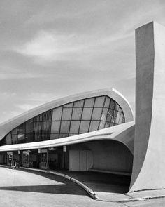 Trans World Airline Terminal 5 Kennedy Airport   Eero Saarinen   photo by Balthazar Korab