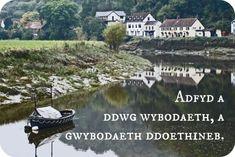 "Welsh: ""Adfyd a ddwg wybodaeth, a gwybodaeth ddoethineb.""Approximate pronunciation: advid a thoog wee-boh-dyth, a gwee-boh-dyth thoy-thin-ebTranslation: ""Adversity brings knowledge, and knowledge wisdom. Learn Welsh, Welsh Words, Visit Wales, Global Real Estate, Knowledge And Wisdom, Live Your Life, British Isles, Travel Around The World, Where To Go"