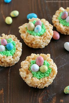 """Rice Krispies Easter Nests are probably the easiest """"homemade"""" Easter treat you can make AND your kids can help you make them! Only a few ingredients to a tasty Easter treat everyone will love! Easter Snacks, Easter Brunch, Easter Party, Easter Recipes, Easter Food, Easter Dinner, Easter Table, Easy Easter Deserts, Easter Baking Ideas"""